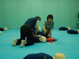 講演1 応急救護訓練(AEDの操作方法も学べました)