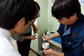 減圧濾過実習の様子